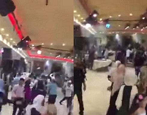 """بالفيديو : حفل زفاف في لبنان يتحول إلى """" حلبة مصارعة """""""