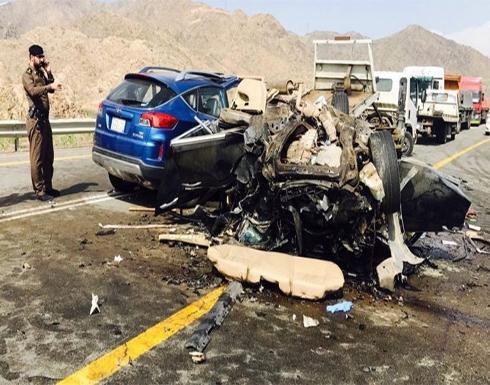 بالفيديو : حادث سير يودي بعائلة سورية من 8 أفراد في السعودية