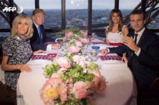 بالصور - ميلانيا ترامب تثير الجدل بوضع يدها على ماكرون تحت الطاولة!