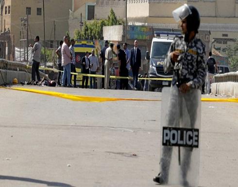 بعد رفضها الرجوع إليه.. مصري يطلق النار على خطيبته السابقة ويحاول الانتحار