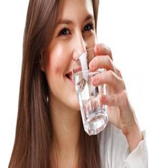 فوائد لا تحصى لشرب الماء الساخن على معدة فارغة .. تعرفي عليها