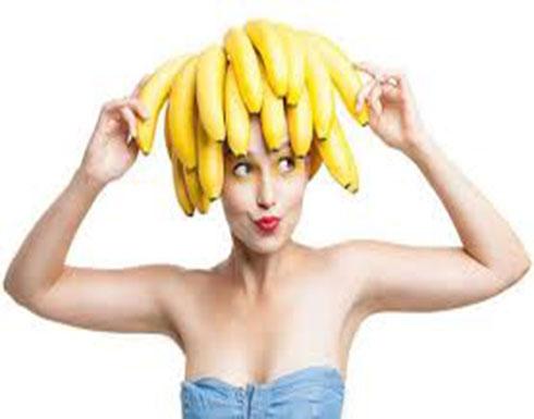 طبقي ماسك الموز.. وإحصلي على شعر ناعم خلال الصيف