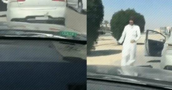 بالفيديو: شاب يعترض طريق مركبة ويشهر السكين بوجه قائدها.. ومطالبات بالقبض عليه