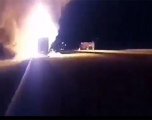 شاهد بالفيديو : أذريو ايران يحرقون شاحنات ارسلتها طهران دعما لأرمينيا
