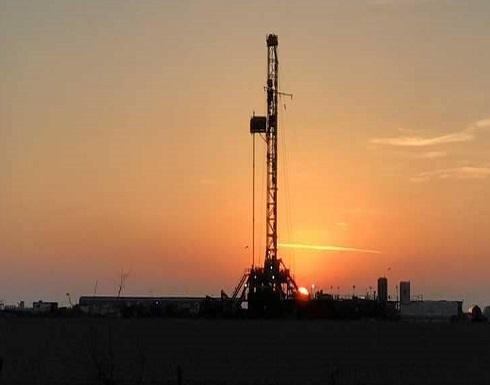النفط يتراجع مع ارتفاع الإنتاج الأميركي