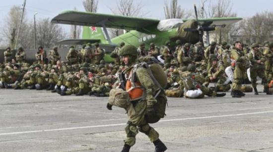 روسيا تبدأ غداً سحب قواتها المحتشدة قرب أوكرانيا