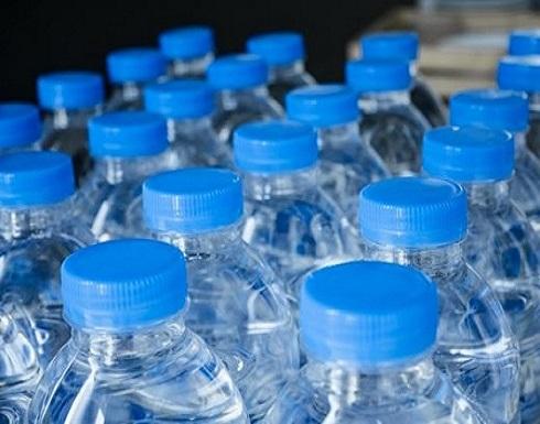 أثار سلبية لشرب الماء من العبوات البلاستيكية