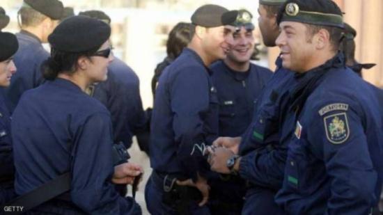 القبض على برازيلي لتهريبه المخدرات بأرداف اصطناعية
