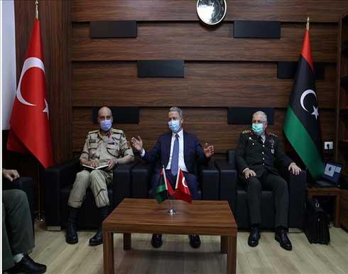 وزير الدفاع التركي يلتقي رئيس الأركان الليبي في طرابلس
