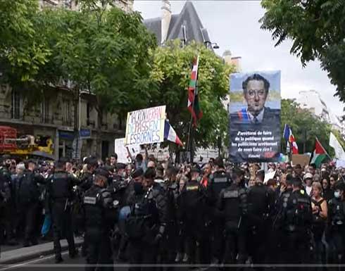 عشرات آلاف الفرنسيين في الشوارع رفضا للشهادة الصحية .. بالفيديو