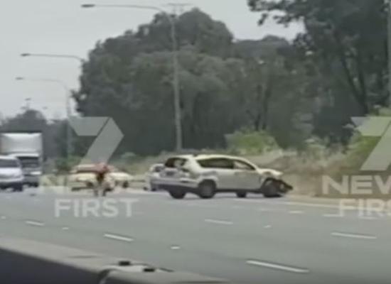 بالفيديو: شاهد ماذا حدث لهذه السيارة بعد فقدان سائقها الوعي