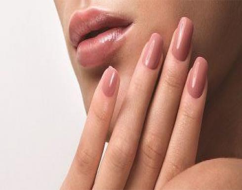5 خطوات سهلة لإزالة الأظافر الإكليرك فى المنزل بدون ألم