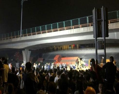 شاهد.. لحظة انهيار جسر فوق عدد من السيارات في الصين