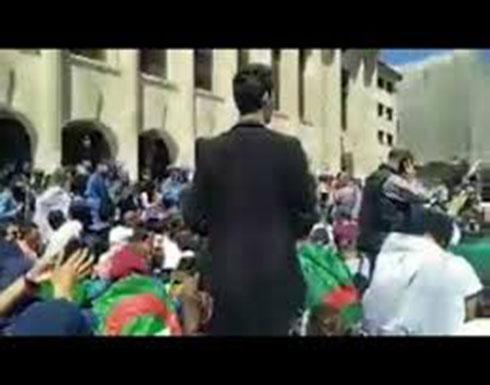 شاهد : مظاهرات الطلبة من امام البرلمان الجزائري