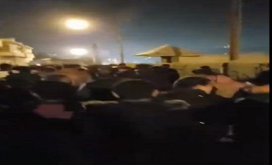 """مسيرة ليلية في """"حي الطفايلة """" احتجاجاً على رفع الأسعار"""