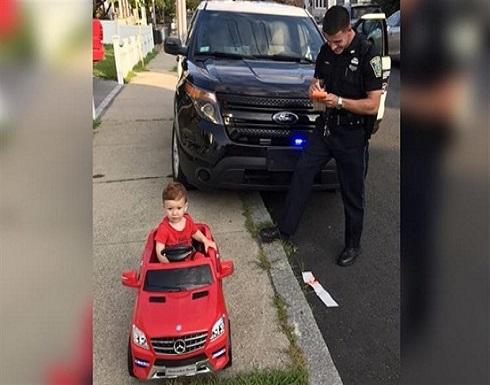 """الشرطة الأمريكية تحرر """"مخالفة سير"""" لطفل"""