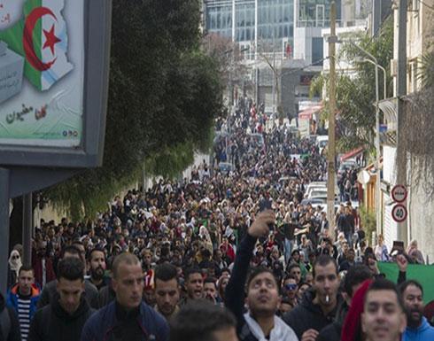 بالفيديو : مسيرة طلابية جزائرية تحتفل باستقالة رئيس البرلمان