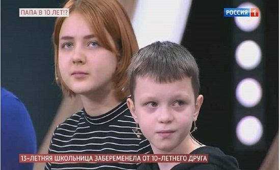 """ابنة الـ 13 تسعى لأن تكون نجمة على """"السوشيال ميديا"""" بعد حملها من طفل عمره 10 سنوات"""