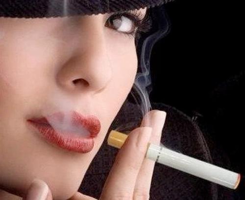 دراسة تكشف سر عدم إدمان المرأة لـ«التدخين»
