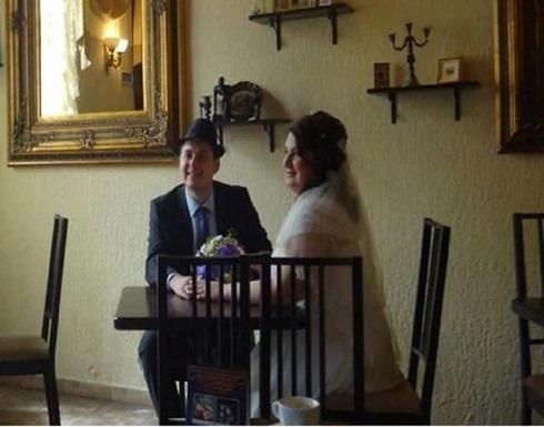 عروسان يواجهان السجن بسبب صور زفافهما