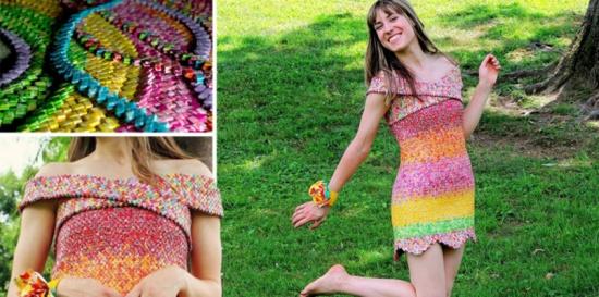 بالصور.. أمريكية تقضي 4 أعوام في تصميم ثوب من ورق الحلوى فقط