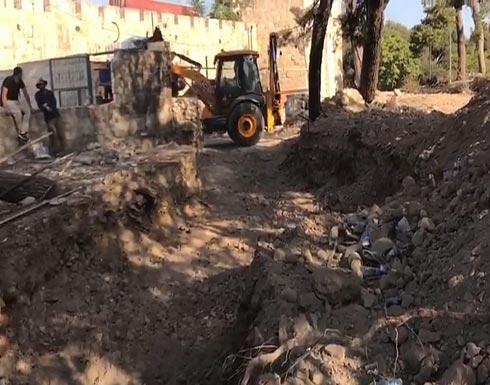 آليات الاحتلال تجرف مقبرة الشهداء بالقدس