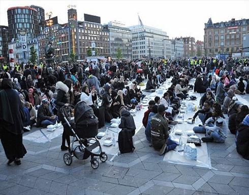 احتجاجًا على إفطار جماعي.. متطرفون يحرقون نسخة من القرآن في الدنمارك