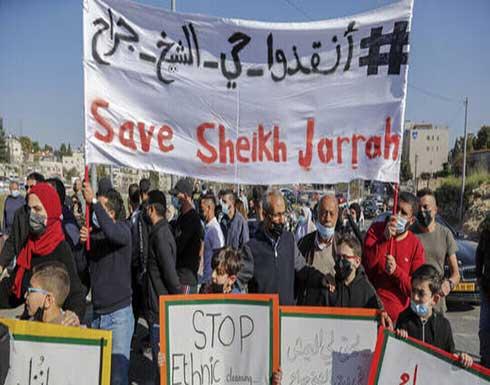 شاهد : قوات الإحتلال في حي الشيخ جراح تنكل بفتاتين وتعتقلهما
