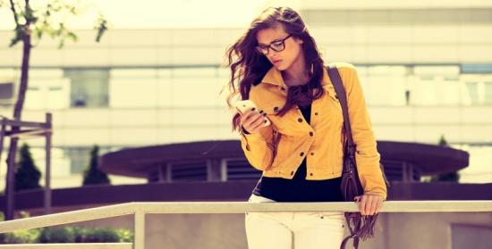 """لإطلالة ربيعية جذّابة.. ارتدي """"البليزر الأصفر"""" على طريقة الفاشنيستات"""