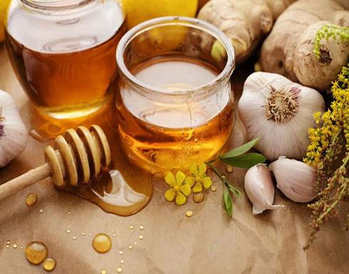 اخلطوا الثوم مع العسل وتناولوه.. ففوائده الصحية مذهلة