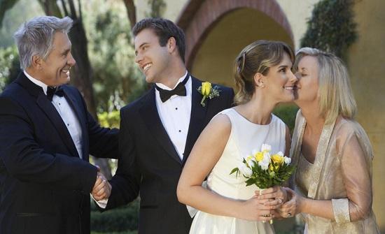 5 نصائح لتحسين علاقتك بحماتك قبل الزواج