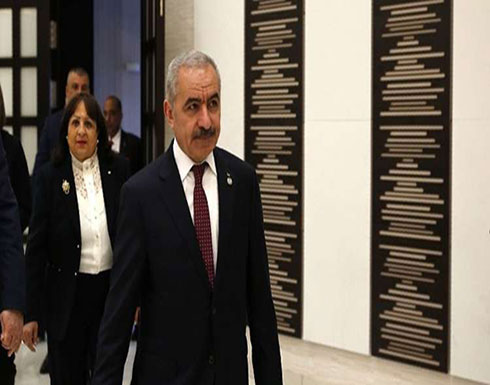 رئيس الوزراء الفلسطيني يصل إلى مقره مشيا على قدميه بلا موكب وزمامير (صور)