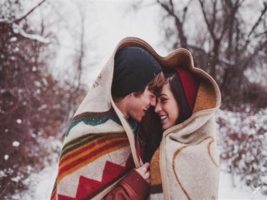 دراسة: عند الشعور بالبرد.. مارس العلاقة الزوجية