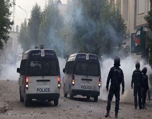 الشرطة التونسية تفرق محتجين في العاصمة.. والجيش ينتشر في عدة مناطق
