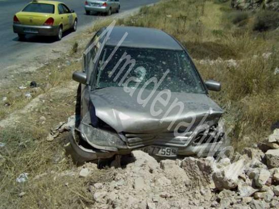 اصابتان في تدهور سيارة بجرش ... والدفاع المدني يتدخل