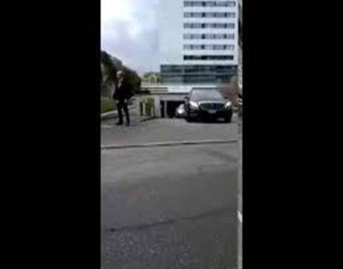 بالفيديو : خروج سيارات من مستشفى جنيف يرجح أن تكون موكبا لبوتفليقة