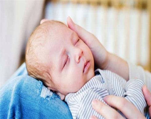 لهذا السبب عليك السماح لطفلك بالنوم بين ذراعيك