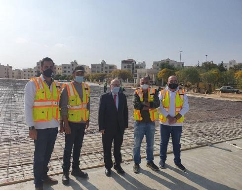 بالفيديو : وزير الاشغال يتفقد مشروع المستشفى الميداني الذي تقيمه البداد كابيتال في مستشفى الامير حمزة