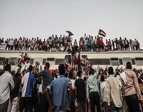 """بالفيديو : السودان.. آلاف المحتجين بـ""""ود مدني"""" يدعون لرحيل الحكومة"""