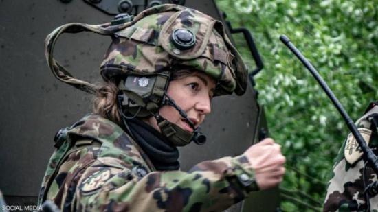 """بقرار """"الملابس الداخلية"""".. جيش سويسرا يريد المزيد من النساء"""