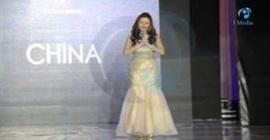 بالفيديو.. لحظة سقوط ملكة جمال الصين على المسرح