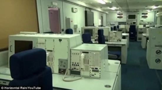 بالفيديو والصور: من داخل طائرة تتبع الرئيس الأمريكي حول العالم تحسبا لنشوب حرب نووية