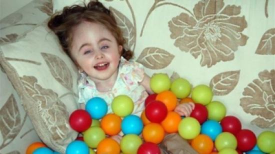 بالصور – حالة نادرة لطفلة بجسم طبيعي ورأس امرأة!