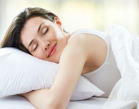 لهذا السبب نتكلّم أثناء نومنا وهذا هو العلاج..