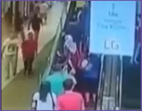 حوادث مروعة بسبب السلم الكهربائي والمصعد (فيديو)