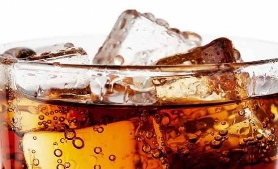 أسباب تجعلك تحرم طفلك من تناول المشروبات الغازية