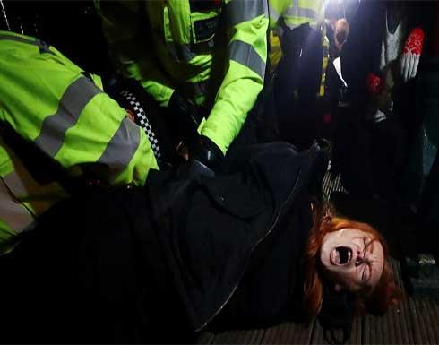 شرطة بريطانيا تواجه انتقادات لتفريق مظاهرة مناهضة للعنف ضد المرأة .. بالفيديو