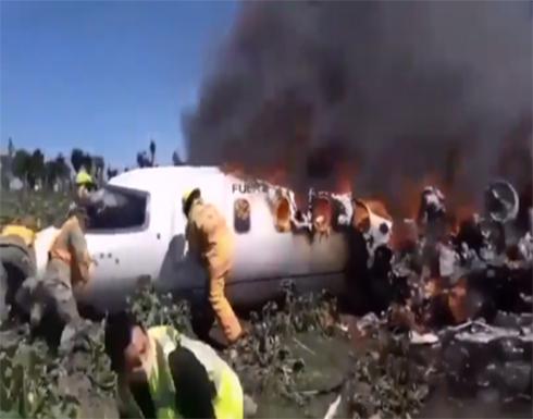 شاهد: مقتل 7 أشخاص بتحطم طائرة عسكرية في المكسيك