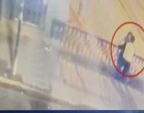 بالفيديو : وفاة زوجين سقطا من جسر حديدي أثناء تبادلهما القبلات والأحضان