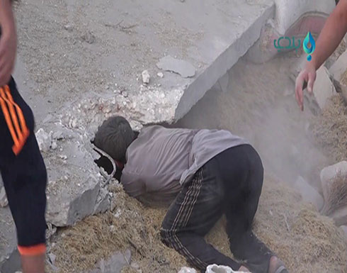 """بالفيديو : مقتل 9 مدنيين في غارات للنظام وروسيا على """"إدلب"""""""